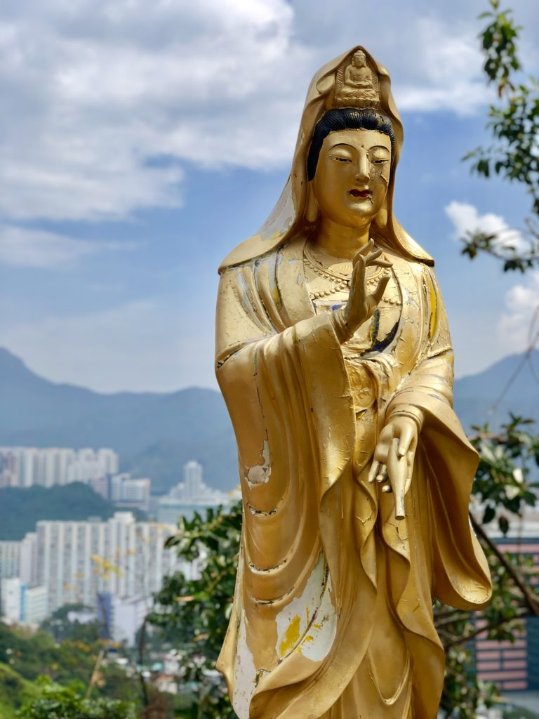 Golden Statue. 4 Days in Hong Kong: Markets and Monasteries  www.thedancingcircustraveller.com